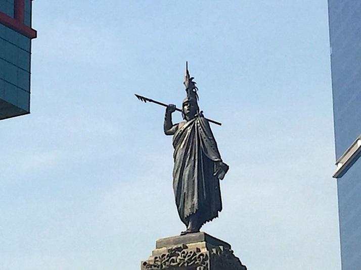 Cuautehomoc statue