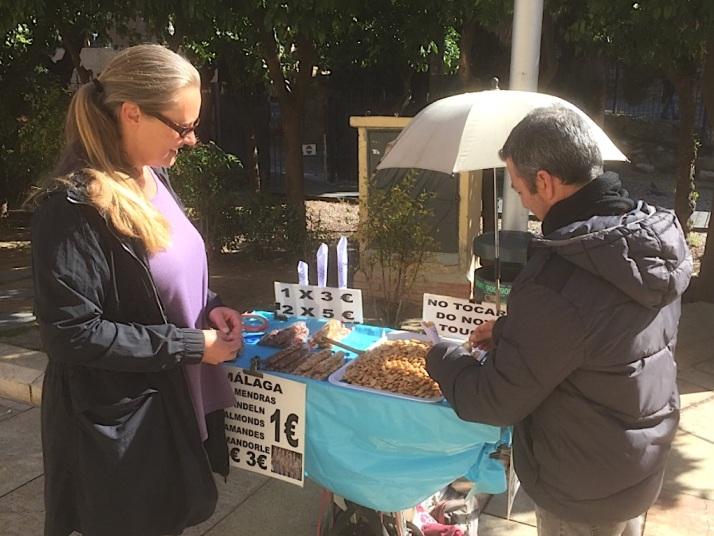Es Almond Vendor