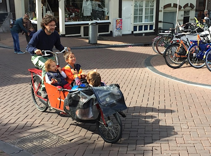 Bakfiets with kids