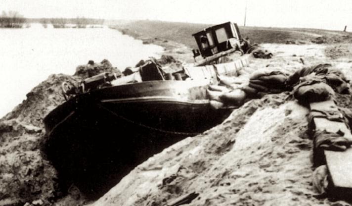 1953 boat in dike